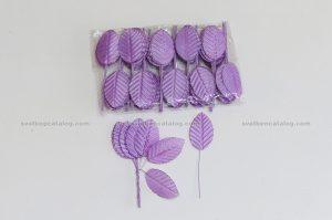 Лилави листенца за бутониери