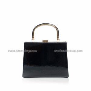Черна лачена чанта