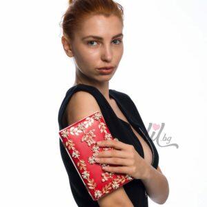 червена бална чанта