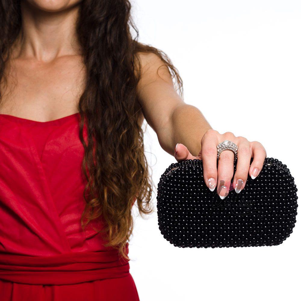 Черна бална чанта с перли