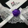 Бял жартиер с лилава роза