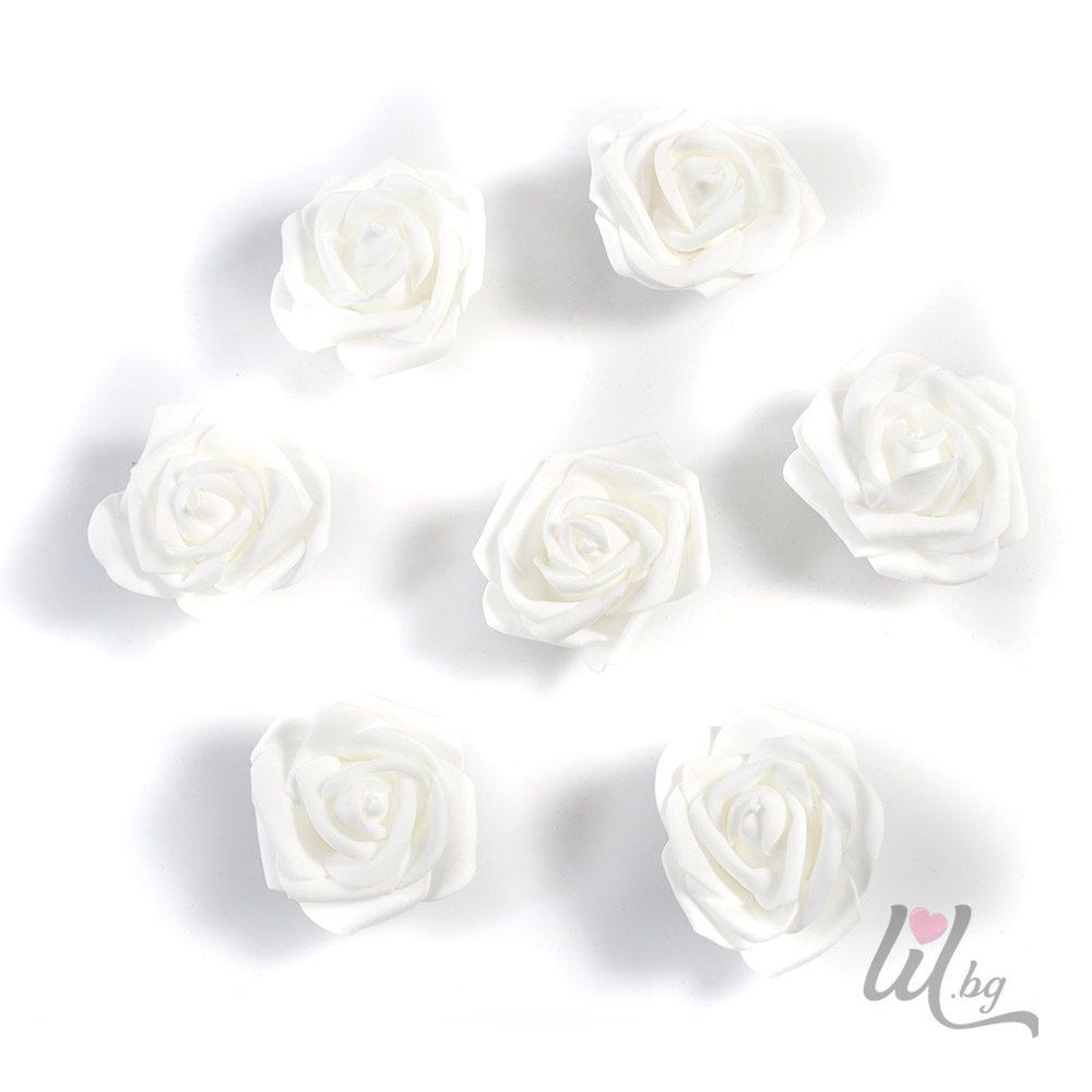 Големи бели рози