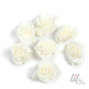 Големи рози айвъри
